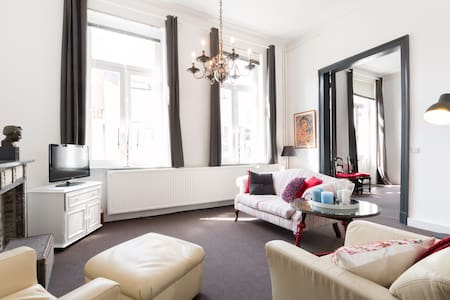Stunning Centrally-Located Flat - Lakás