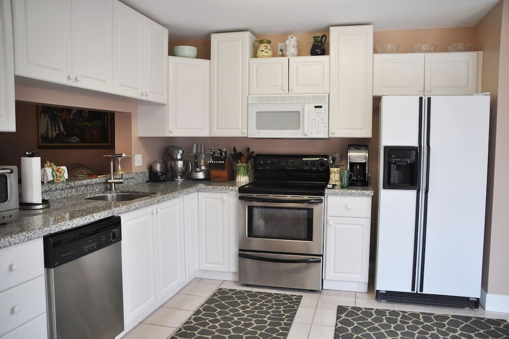Kitchen - Dishwasher, Microwave, Stove, Refrigerator