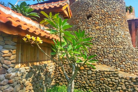 Stone & Wood Cottage in Jepara - Bungalow