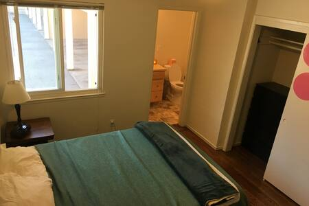 Private Master Bathroom and Bedroom - Belmont - Apartment