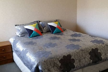 Super King Size Bed & Own Bathroom - Apartment