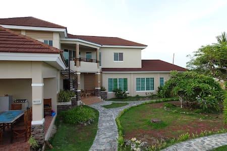 Amazing palatial private house, bottom floor. - Bantayan