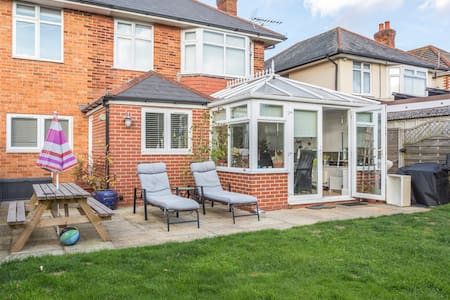 Bournemouth detached, 3 beds, pets - Bournemouth