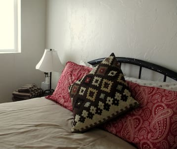 Comfortable, Clean & Quaint! Bedroom #2 - Casa