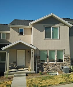 New Townhouse Southwest of Salt Lake City - Herriman - Apartamento
