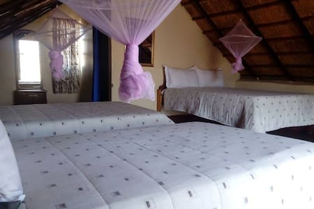 Liya Chalets Ovelooking the Lesoma Valley - Kasane - Tent