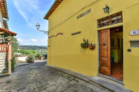 Casa in piccolo borgo storico del Chianti - Romola - Rumah