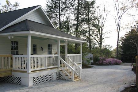 Private Cottage! Main St Trav Rest! - Travelers Rest - Hus