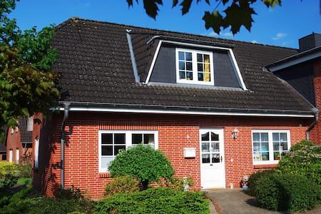 Lichtdurchflutetes Gästehaus - Huis