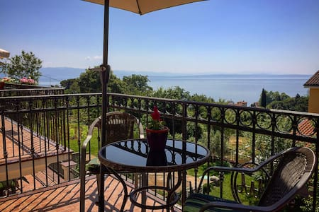 Spacious sea view Apartment with garden in Lovran - Flat