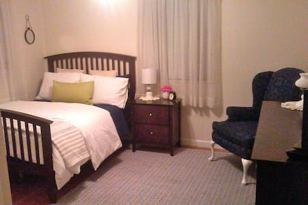 Beautiful Bedroom near Boston - Holbrook - Hus