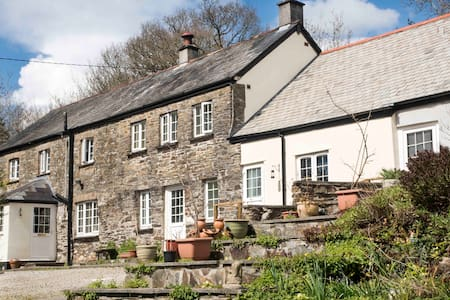 Coombe Cottage Smallholding Retreat - South Hill