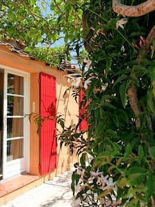 chambre dans mazet typique Nîmois - Nîmes - Casa