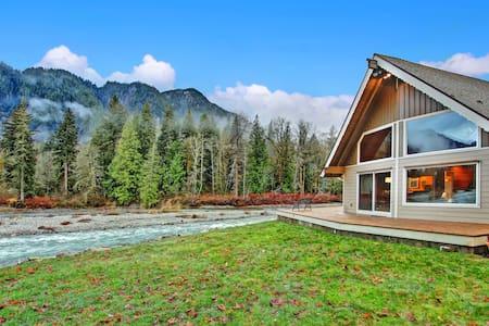 Sky River's Edge - The Cascades at Your Doorstep! - Gold Bar - Blockhütte