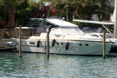 Posillipo Martinica A spacious 42' motor Yacht - Boat