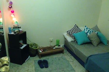 Room in a cozy aprtmt in ashrafiye - Wohnung