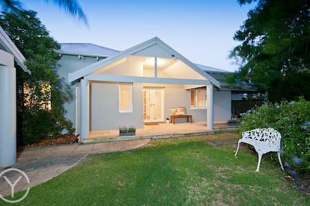 Beautiful Home, Sunshine,Fresh air! - Nedlands - Bed & Breakfast