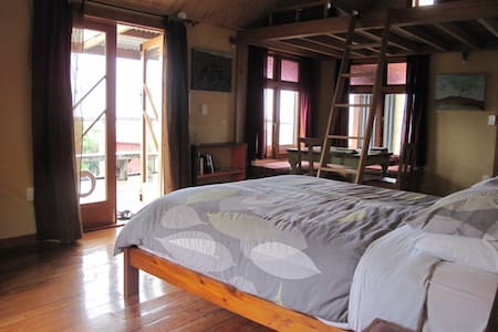 Rock Retreat B&B,stunning views. - Waitomo - Bed & Breakfast