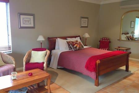 Erravilla Balcony Spa Suite - Bed & Breakfast