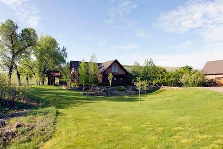 Luxury Montana River Home - Dom
