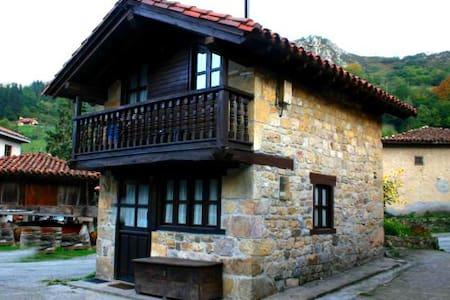 Casita asturiana de piedra y madera - House