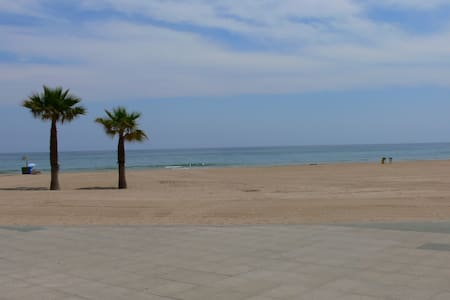 2 bed apartment 350m from the Beach - Apartament