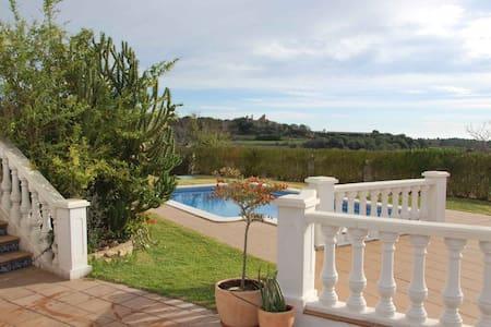 brandnew big flat with swimmingpool - Apartment