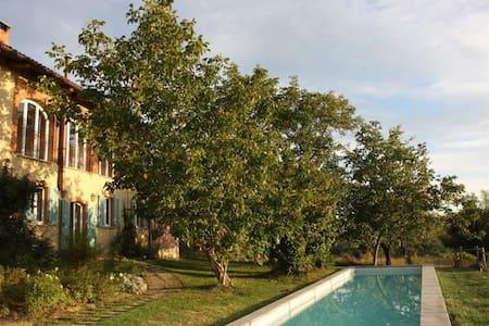 Accogliente,familiare,con piscina ! - Villanova d'Asti - Hus