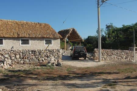 Majanail, stone/thatched Maya home - San Francisco, Tinum - Haus