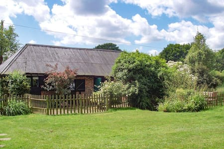 Tranquil grade II listed barn next to windmill - Kent - Casa