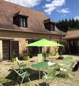 Domaine de Potofayol. Véritable ferme en Dordogne - Appartement