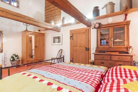 Im romatischem Rottaler Bauernhaus - Egglham - Bed & Breakfast