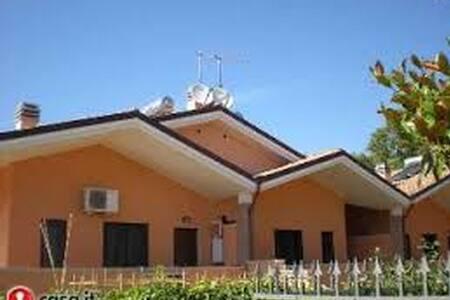 Villa Gemma - Acilia-Castel Fusano-Ostia Antica - Haus