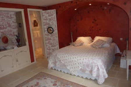 Chambres maison de charme Bordeaux - Tresses - Bed & Breakfast