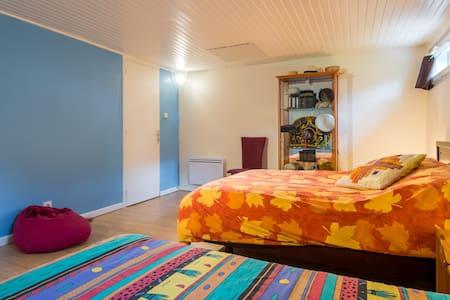 Grande chambre / large room 3-4 psn - Hus