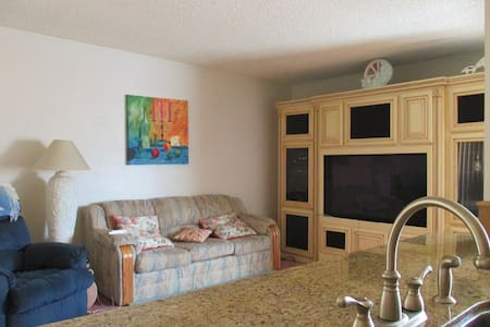 A comfortable home right in the middle of Southern California. You can get to almost anywhere in Southern California within a 45 Minute Drive. Amenities include Blazing Fast Wi-Fi, a coffee machine, and a lot of nice tech to play with.