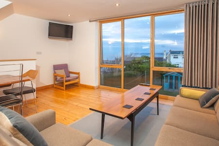 Beautifully furnished house with lovely sea views! - House