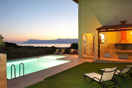 Amazing stone villa for relaxation - Kaliviani