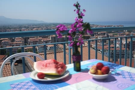 Seashore flat with a nice view - Scalea