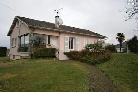 Maison avec piscine à ASSAT (PAU) - Assat - House