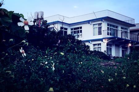 位于白沙灣的藝術家文創手作的280度視野三面臨空獨立海景洋房 - Shimen District