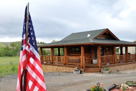Cowboy's Getaway - Log Cabin- Cody - Blockhütte