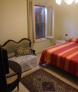 Agriturismo in collinaCamera quadrupla con tinello - Montiano - Apartamento