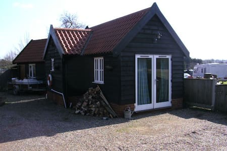 Annex to main house with ensuite - Halesworth - Alpehytte
