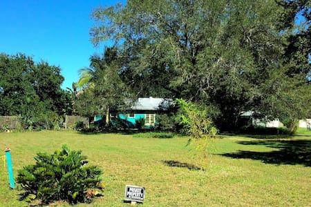 Old Florida Style Studio Apartment - Sebastian - Apartment