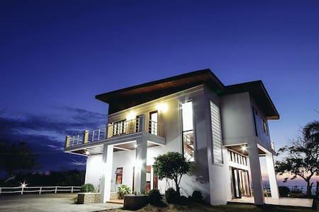 Stunning beach house near Vigan - Vigan City - House
