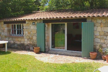 Tranquil Cottage with Pool and Parking - (ukendt)