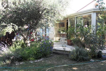 villa quartier  residentiel  jardin piscine privee - Figanières - Villa