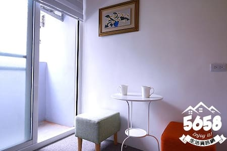 高雄一夜(高鐵榮總)雙人房3A可免費接送有車位提供免費機車代步有電梯隔壁是全家跟7-11 - Sanmin District - Apartment