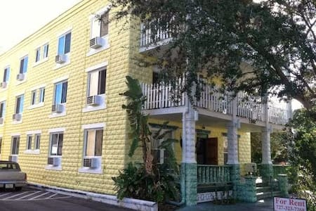 Clean & Cozy on third floor walk up in trees .   Antique wood floors.  Granite shower.  Newer windows lots of updates to antique building downtown st pete.  Great location!  Walk everywhere from here.